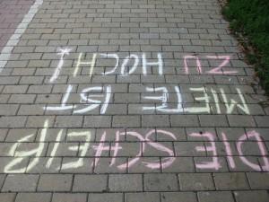"""Foto von der Demo """"Die Scheiß Miete ist zu hoch!"""" 21.7.2012 in Wien"""